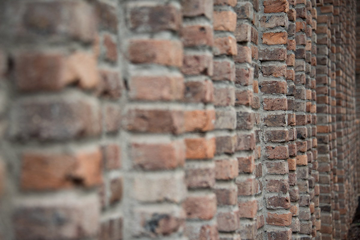 """Brick wall"" at f/5.3 1/200 ISO400 @ 92mm; mere bokeh experiment."