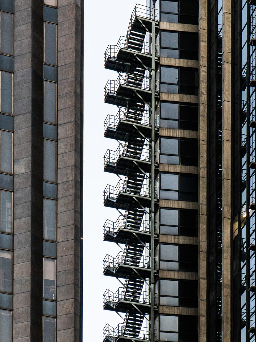 """Stairs"" com a EF 24-70mm f/4L IS USM em f/5.6 1/100 ISO1250 @ 70mm."