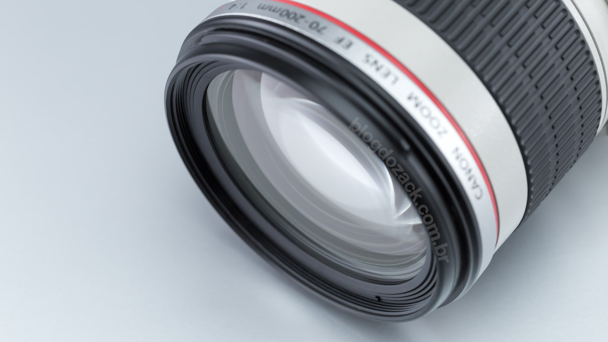 Filtros de ø67mm vão numa rosca de plástico na frente.