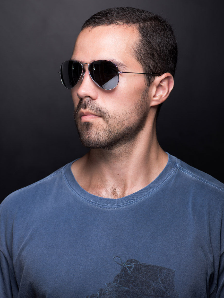 """Self-portrait with chromed glasses"" em f/8 1/200 ISO100 2m."