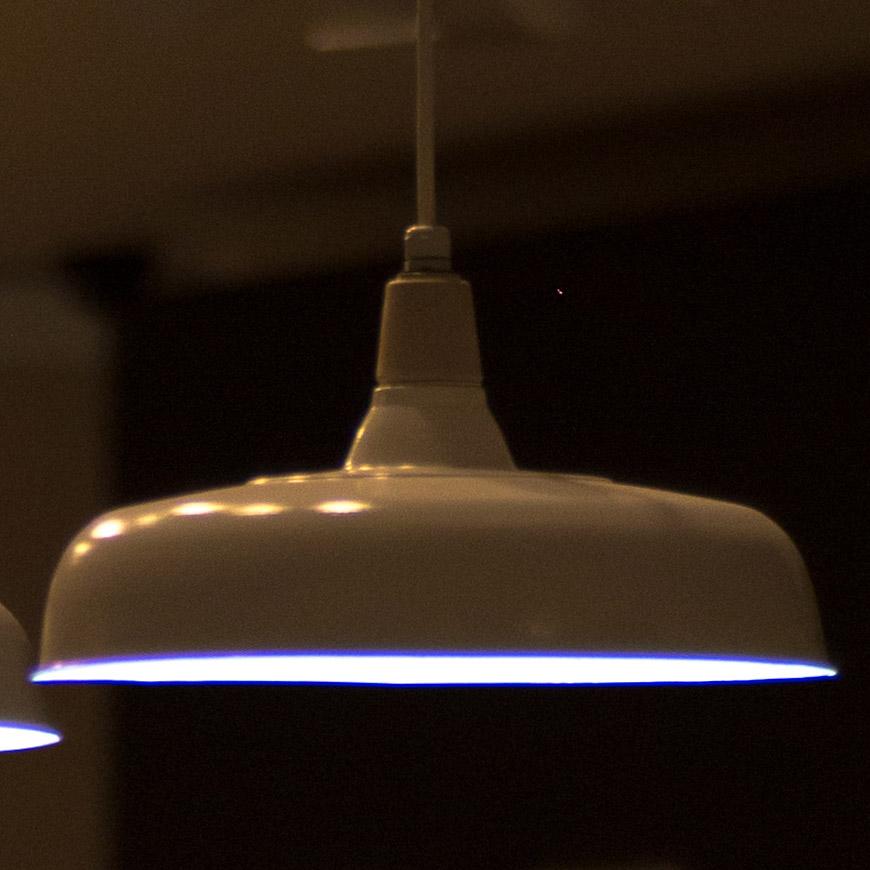 Crop 100%, aberração típica da abertura máxima e fontes fortes de luz.