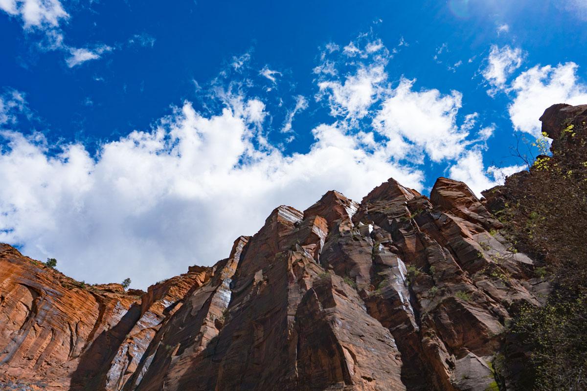 """""""Pico"""" at f/6.3 1/1000 ISO100 @ 19mm; rochedos contra o céu azul, mais um motivo para CA lateral…"""