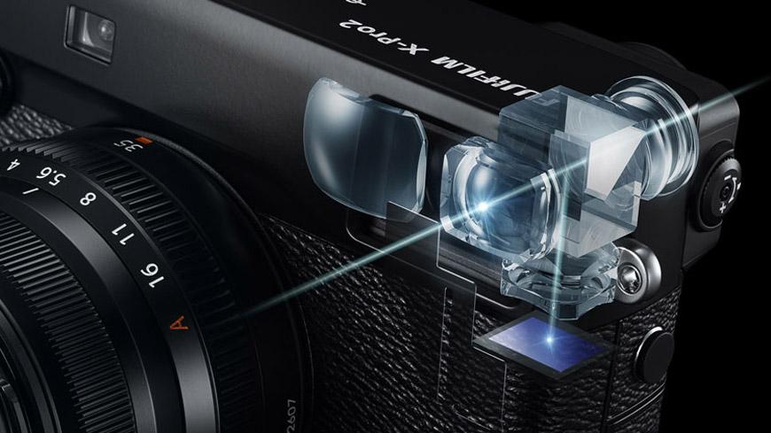 Por dentro do viewfinder da Fuji X-Pro 2: OVF híbrido, com overlay e função ERF; ou EVF nativo por LCD, tudo na mesma peça e ao giro de um botão. [créditos: Fujifilm]