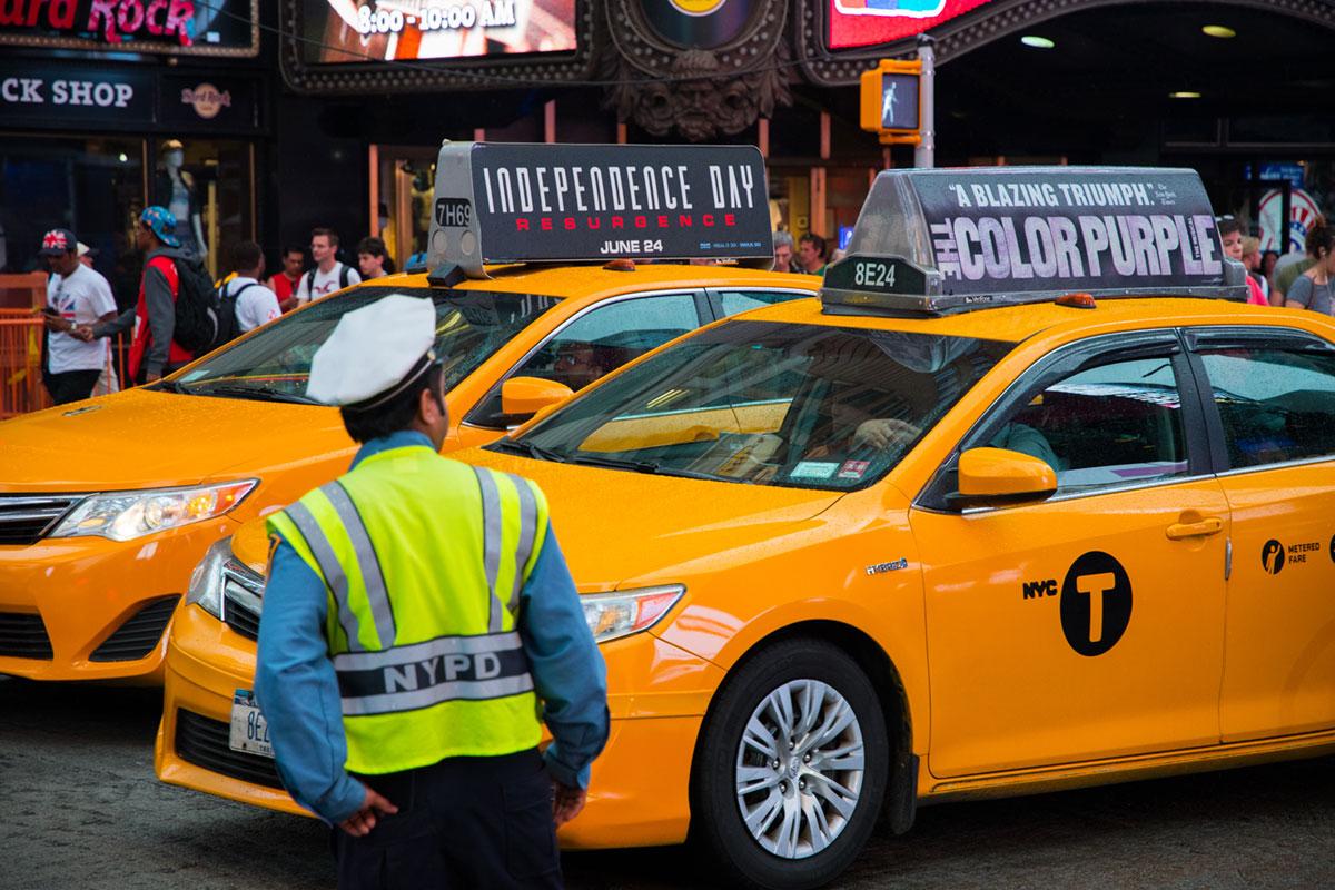 """""""NYC T"""" em f/4 1/400 ISO800 @ 66mm; os amarelos sempre saturados dos taxis de Nova Iorque."""