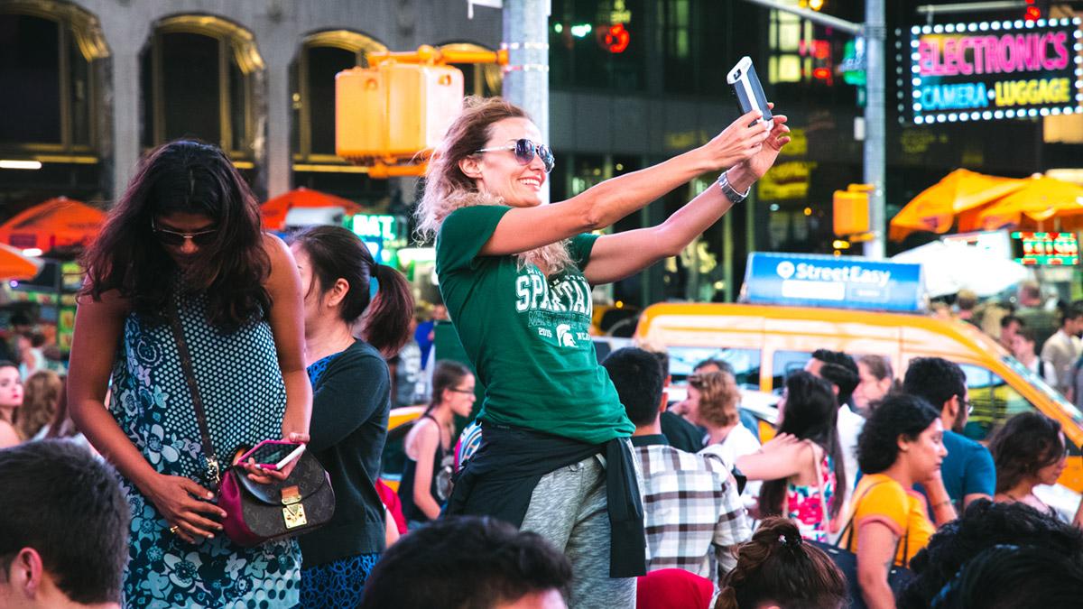 """""""Selfie"""" at f/5.6 1/125 ISO4000 @ 80mm; profundidade de campo curta pero no mucho nas distâncias longas de foco."""