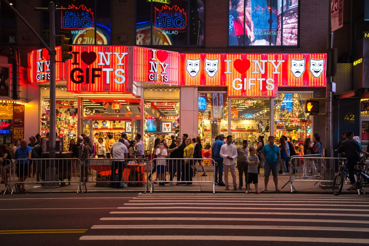 """NY GIFTS"" at f/3.2 1/200 ISO800 @ 31mm."
