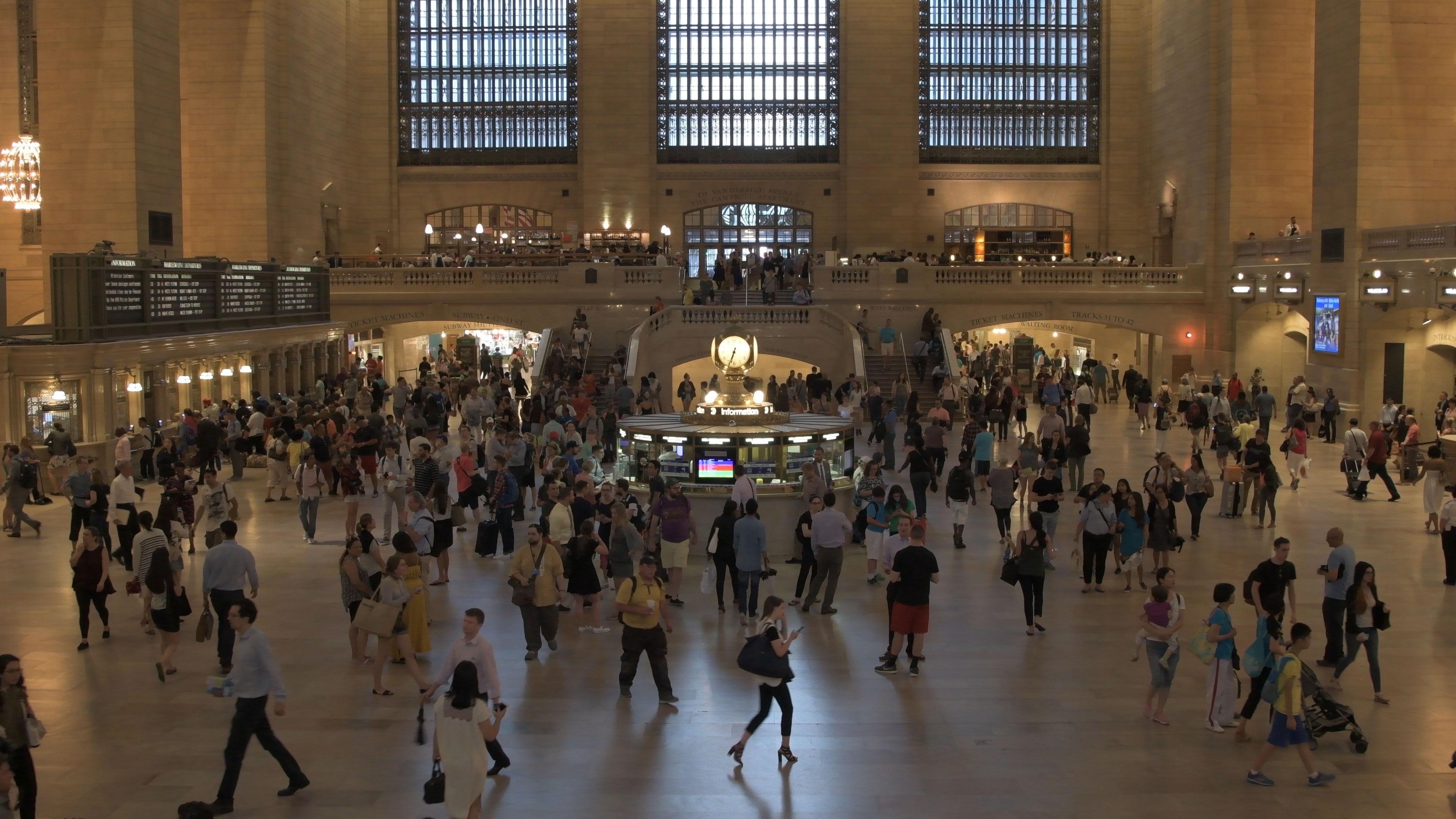 """""""Grand Central"""" em ISO11.400 e """"High ISO NR: Low""""; compensação grosseira demais apaga os detalhes da imagem; clique para ver maior."""