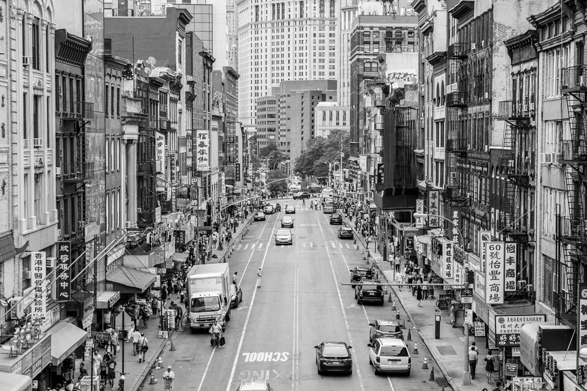 """""""Chinatown"""" em f/6.4 1/250 ISO200 @ 50mm; linhas retas perfeitas graças a compensação digital."""
