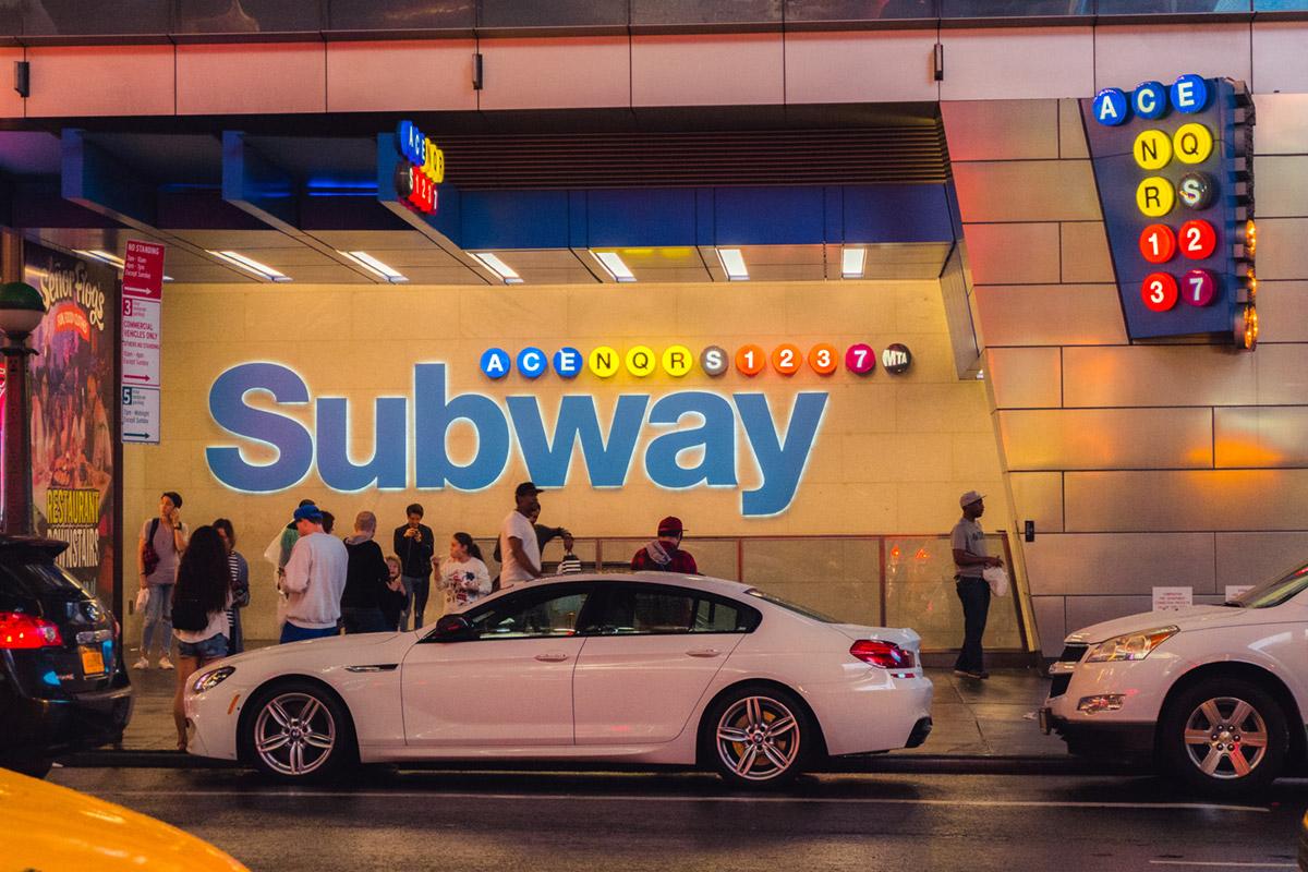 """""""Subway"""" em f/5.6 1/60 ISO5000 @ 46.7mm."""
