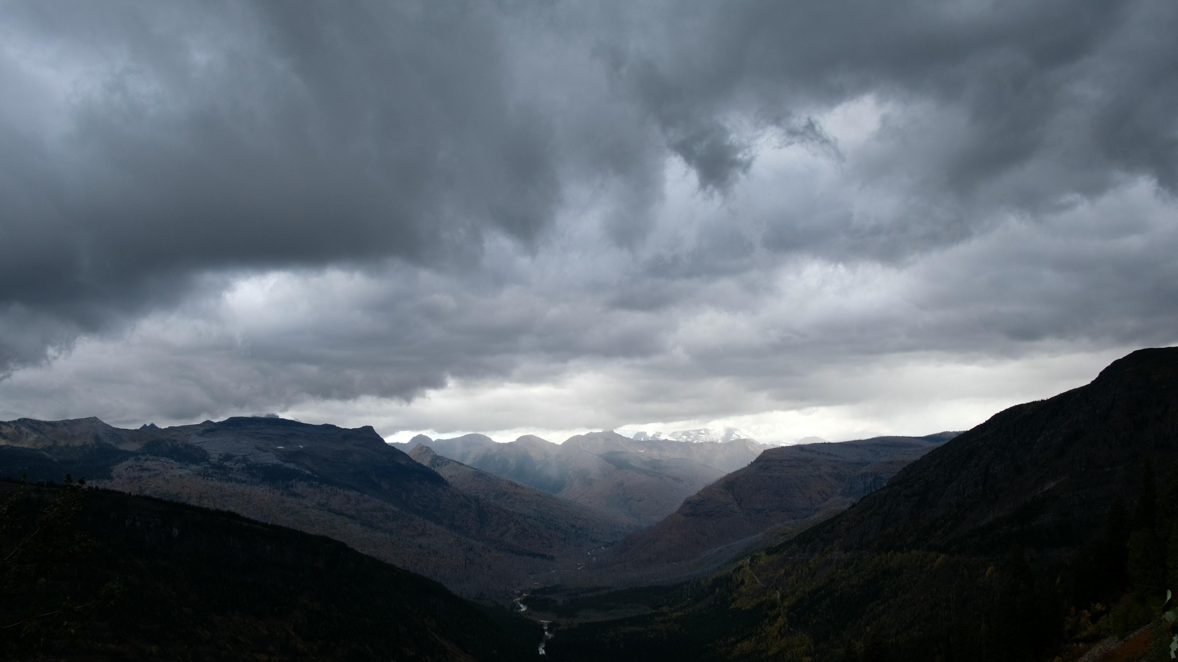"""""""Glacier N'tl Park"""" com a Fuji X-T2 + XF 18mm f/2R em 4KP30, PROVIA/Standard +2 Shadows; sem estourar o céu, há pouca informação nas sombras (clique para ver maior)."""