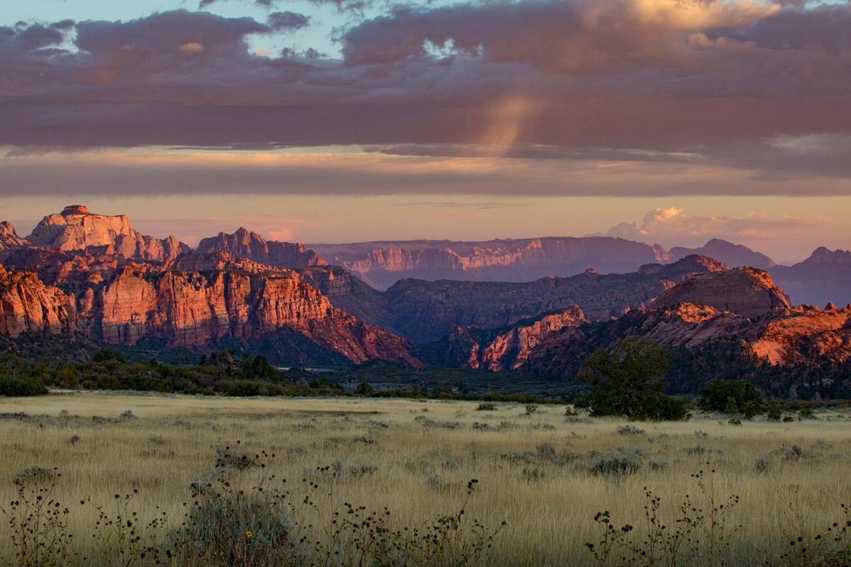 """""""Kolob Terrace"""" em f/6.3 1/160 ISO320 @ 50mm; cores antes do pôr-do-sol."""