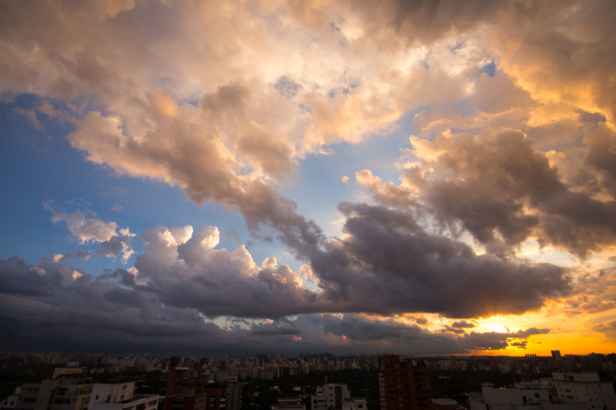"""S Sunset"" at f/2.8 1/1000 ISO100 @ 11mm."