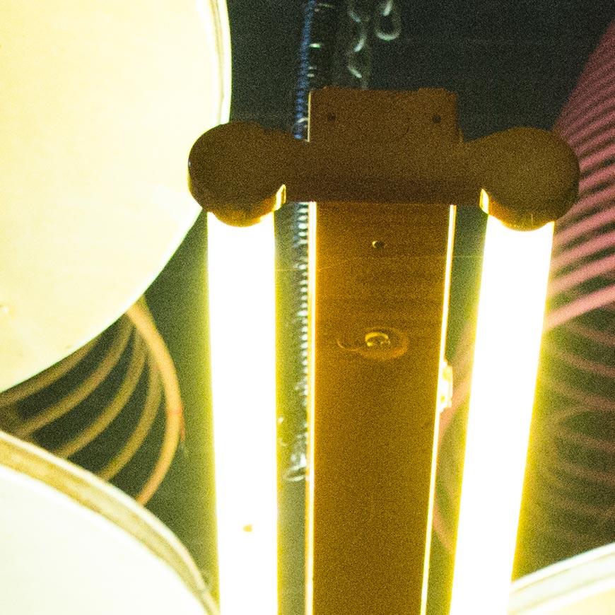 Crop 100%, leve vazamento de luz mas sem grandes aberrações ou reflexos dos elementos.