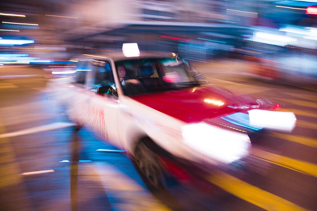 """""""Taxi II"""" em f/2.8 1/6 ISO100 @ 17mm; cores da zoom da Sigma, parecidas com a Canon."""