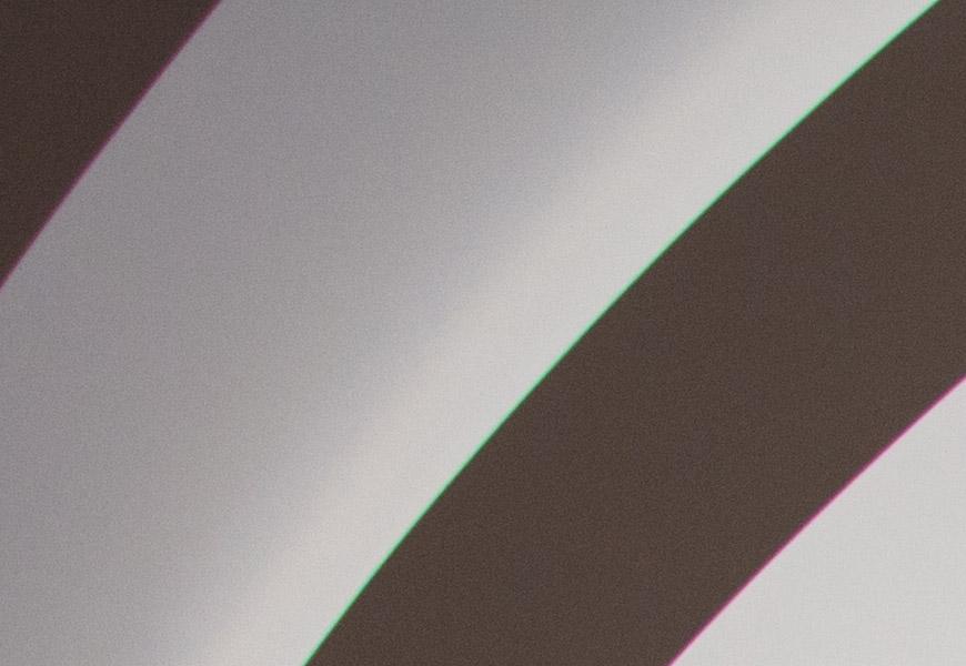 Crop 100%, linhas coloridas aparecem mesmo em contornos de baixo contraste.