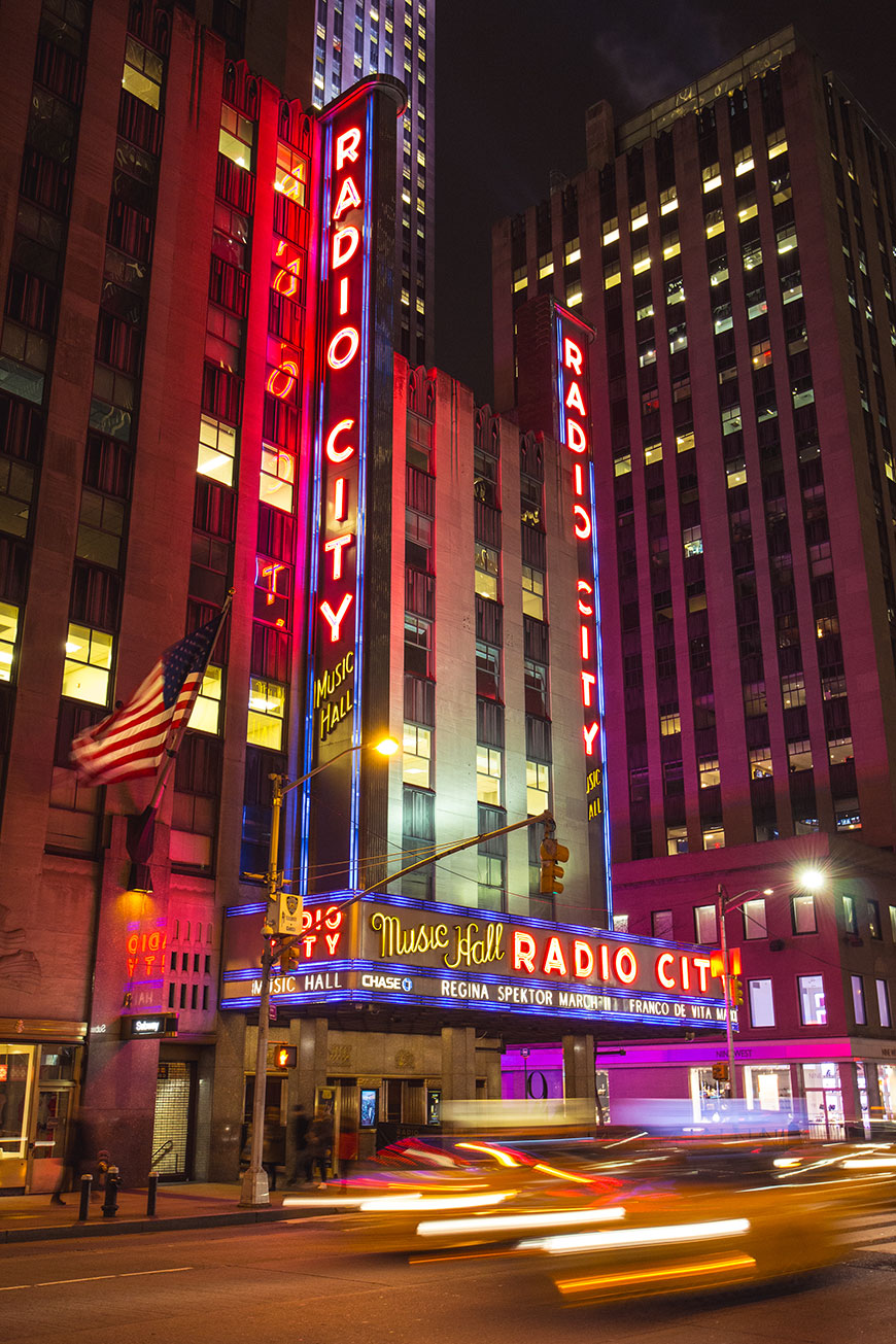 """Radio City"" com a Canon EOS M + EF-M 11-22mm f/4-5.6 IS STM em f/5.6 1/4 ISO400 @ 22mm."