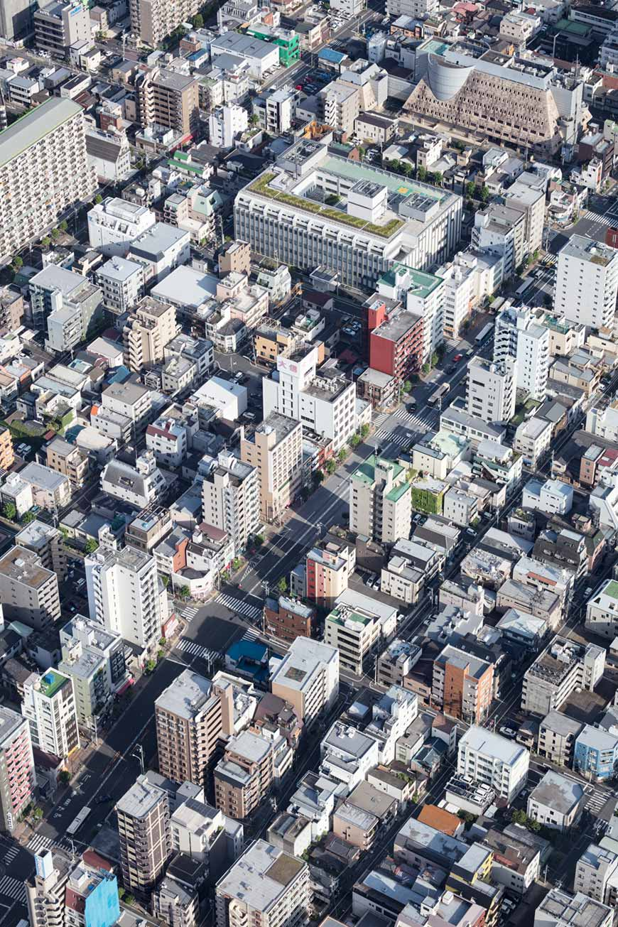 """""""Tokyo-to II"""" em f/6.3 1/320 ISO100; através do vidro do mirante."""