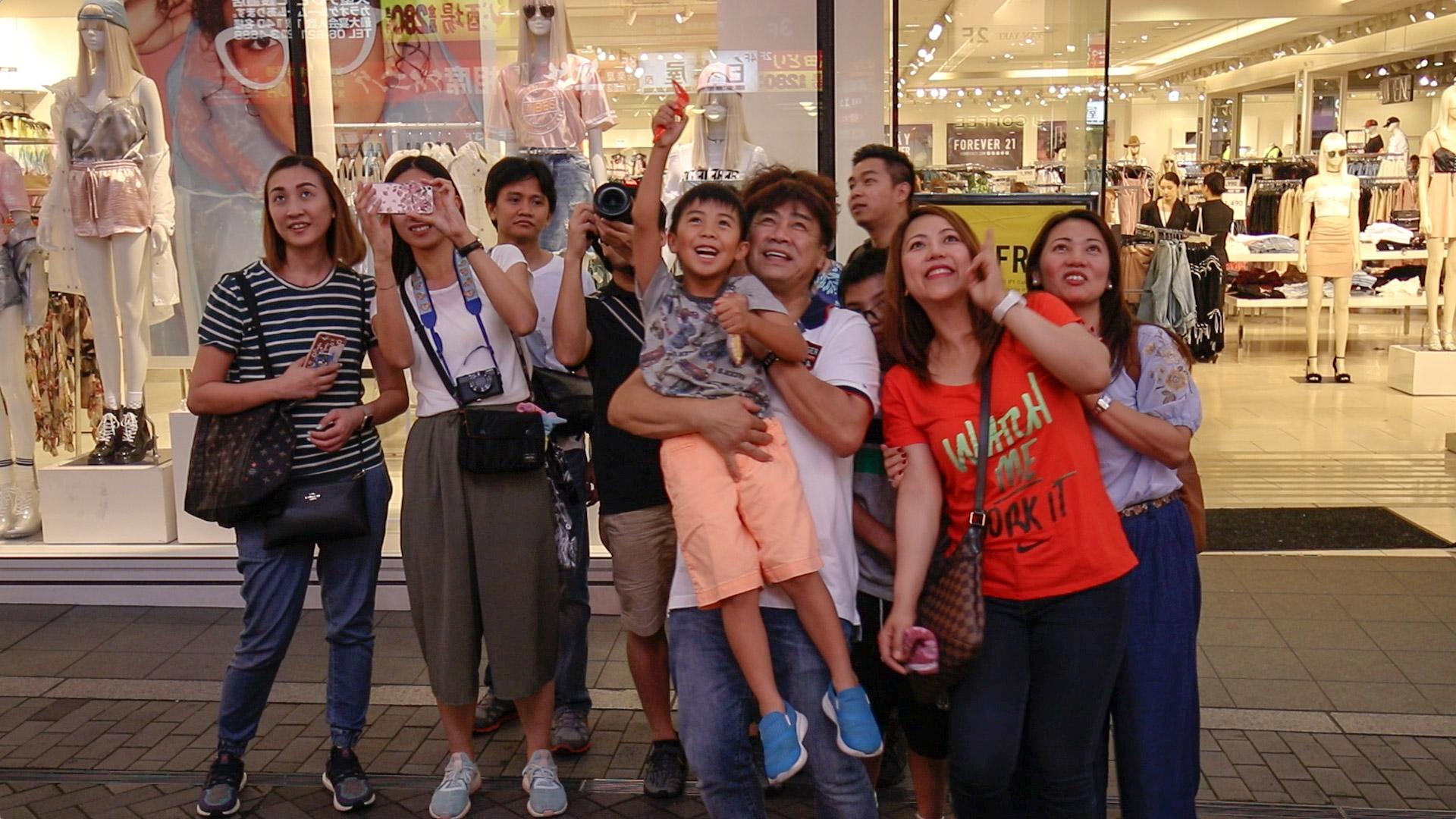 """""""Pessoas"""" com a EOS T7i + Tamron 10-24mm f/3.5-4.5 Di II VC HLD 1080P30; clique para ver maior."""