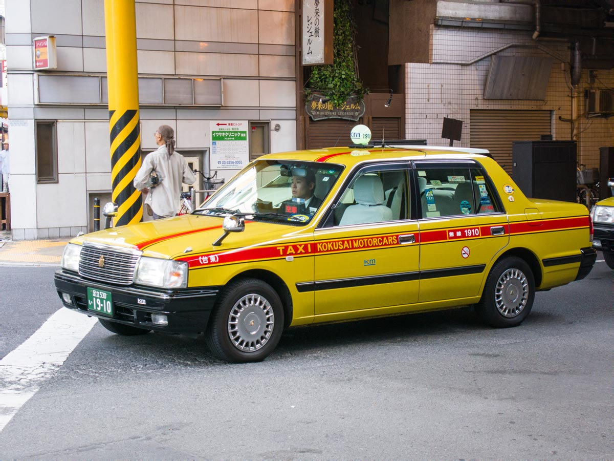 """TAXI"" at f/5.6 1/100 ISO500 @ 40mm."