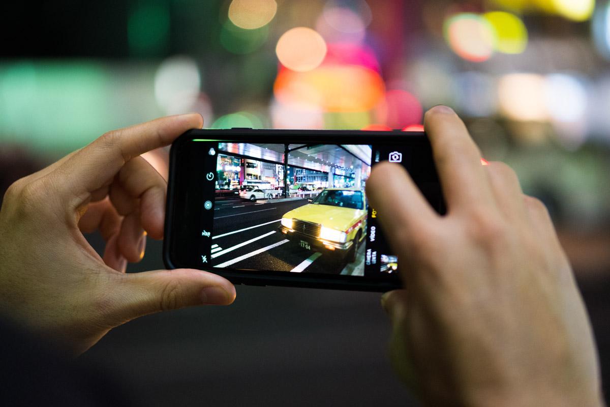 """""""Smartphone"""" em f/2 1/125 ISO1600; performance de gente grande, no pacote pequeno."""