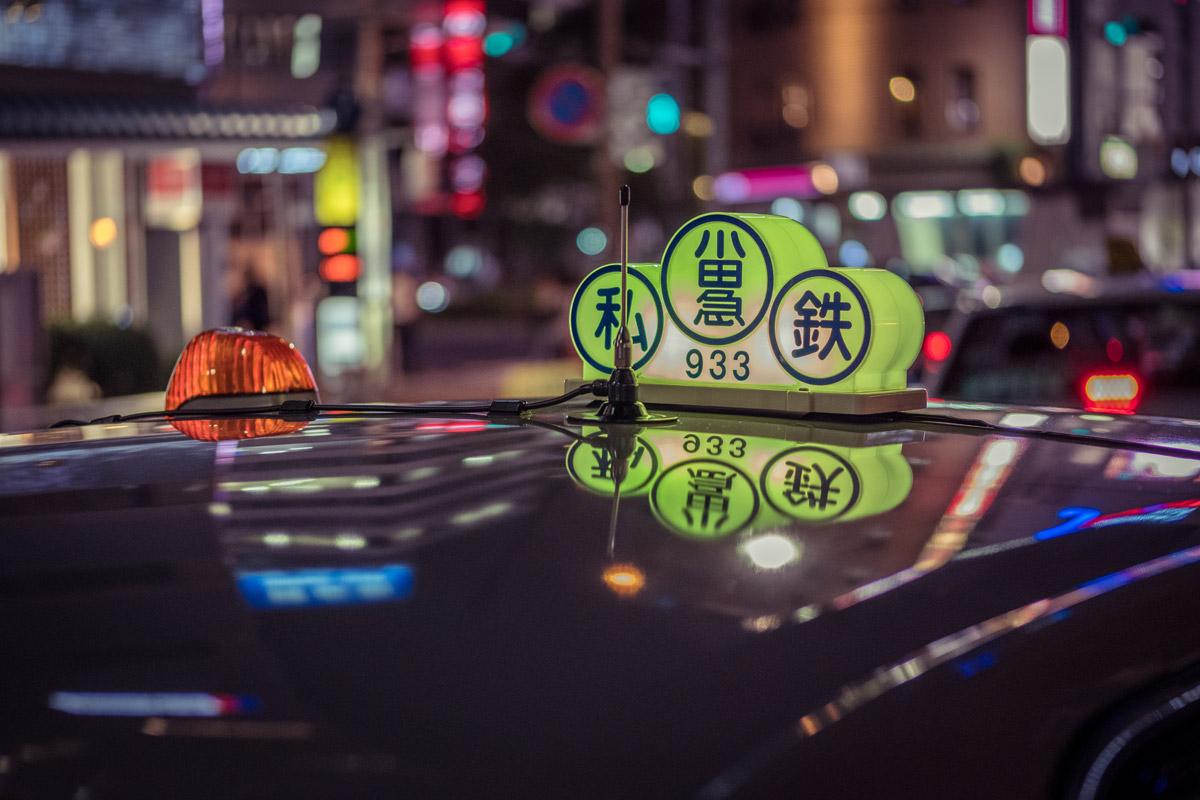"""""""Taxi"""" em f/2 1/125 ISO640; distância média de foco, e segundo plano distante."""