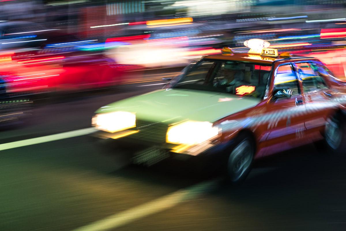 """""""Taxi III"""" em f/2.8 1/8 ISO200; cores noturnas das ruas do Japão."""