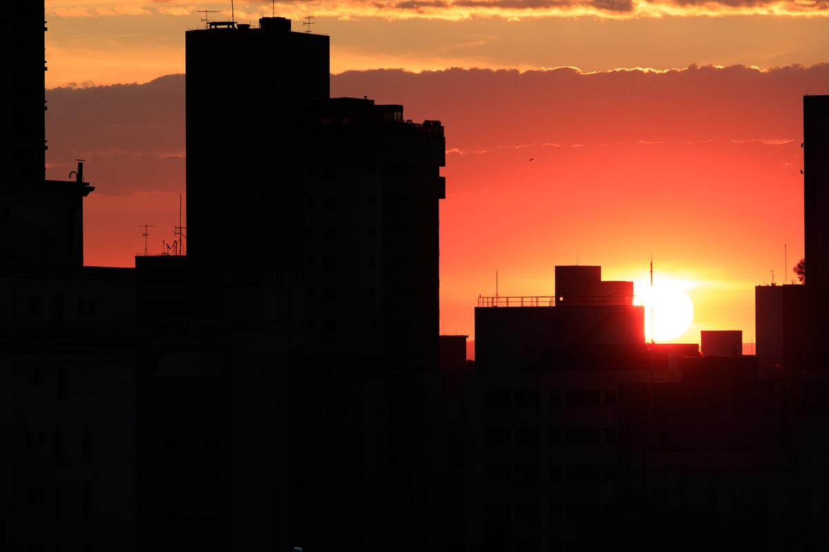 """""""Pôr-do-sol"""" at f/5.6 1/160 ISO100; cobertura SWC bem empregada nos elementos gigantes."""